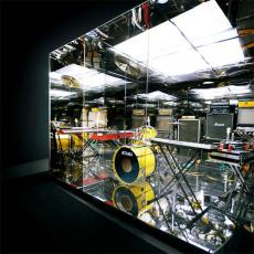 Обложка альбома Mirrored, Музыкальный Портал α