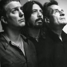 Them Crooked Vultures, Музыкальный Портал α