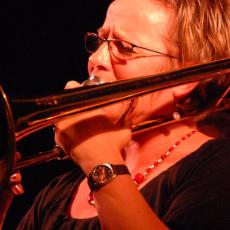Annie Whitehead, Музыкальный Портал α