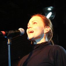 Белинда Карлайл, Музыкальный Портал α