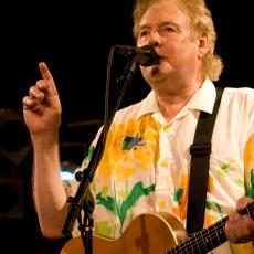 Dave Cousins, Музыкальный Портал α