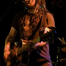 Eric McFadden, Музыкальный Портал α