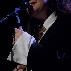 Holly Cole, Музыкальный Портал α