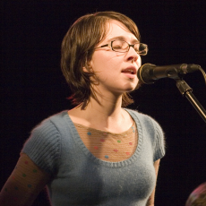 Jen Wood, Музыкальный Портал α