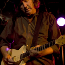 Jim Moginie, Музыкальный Портал α