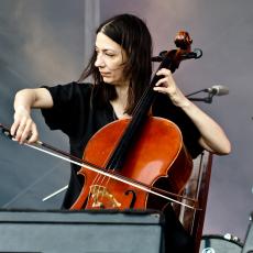 Julia Kent, Музыкальный Портал α