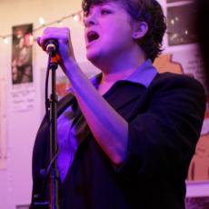 Kelly Hogan, Музыкальный Портал α