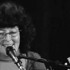 Линда Перхакс, Музыкальный Портал α