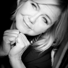 Mathilde Santing, Музыкальный Портал α