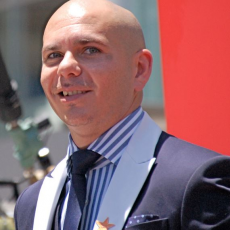 Pitbull, Музыкальный Портал α