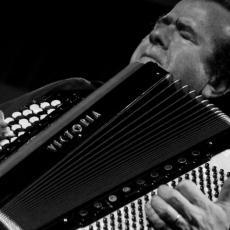 Ришар Гальяно, Музыкальный Портал α
