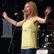 Sarah Cracknell, Музыкальный Портал α