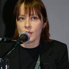 Сюзанна Вега, Музыкальный Портал α