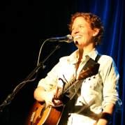 Catie Curtis, Музыкальный Портал α