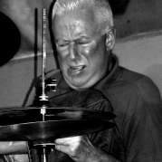 Han Bennink, Музыкальный Портал α