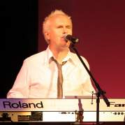 Ховард Джонс, Музыкальный Портал α