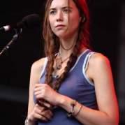 Лиза Ханниган, Музыкальный Портал α