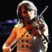 Sarah Neufeld, Музыкальный Портал α
