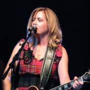 Vicki Peterson, Музыкальный Портал α